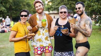 Besucher des Queer Summer Splash